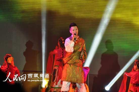 以音乐为媒 藏族歌手三木科传递爱与温情