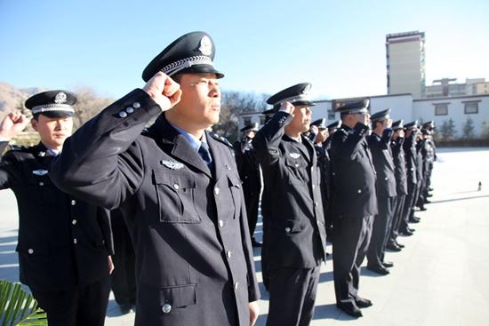 拉萨314事件纪实_组图:拉萨铁路公安民警祭扫烈士陵园