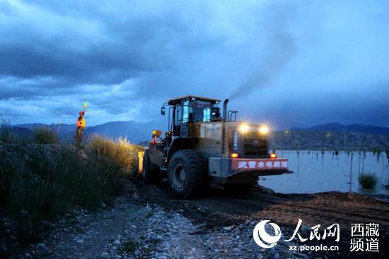 武警水电部队紧急处置日喀则拉孜县防洪坝决口险情