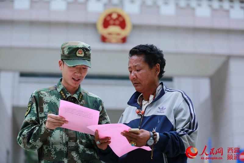 """西藏吉隆边检站""""讲军史"""" 喜迎建军节"""