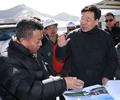 吴英杰在米拉山隧道工地看望慰问工程建设者        吴英杰来到米拉山隧道项目工地,看望慰问工程建设者。