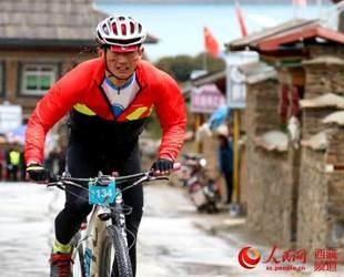 第六届环巴松措国际山地自行车越野竞速赛开赛