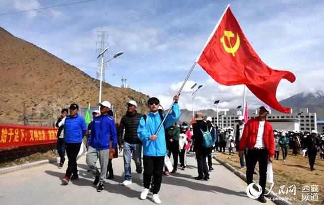 拉萨城关区开展徒步活动