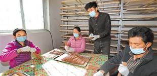 """西藏昌都:特色产业 奏响""""富民曲""""       昌都市贡觉县精准定位,因地制宜,深挖资源优势发展特色产业,稳步推进脱贫攻坚工作。"""
