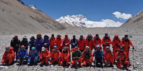 2020珠峰高程测量登山队再冲顶
