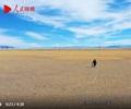 """《你好,西藏!》第二集�U光明道(dao)路 一�l�l""""�力天路""""把(ba)�l展的(de)��(dong)力送�_雪域高原(yuan)的(de)各(ge)��角落。"""