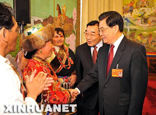 历任国家领导人倡导支持民族区域自治图片