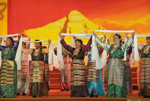西藏举行 翻身农奴把歌唱 大型演唱会