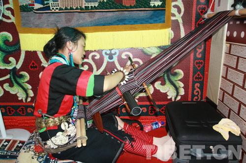 珞巴族织布 在世博会上探索 非遗 之路